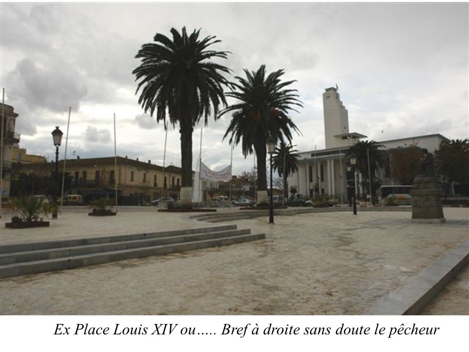 Ex Place Louis XIV ou….. Bref à droite sans doute le pêcheur