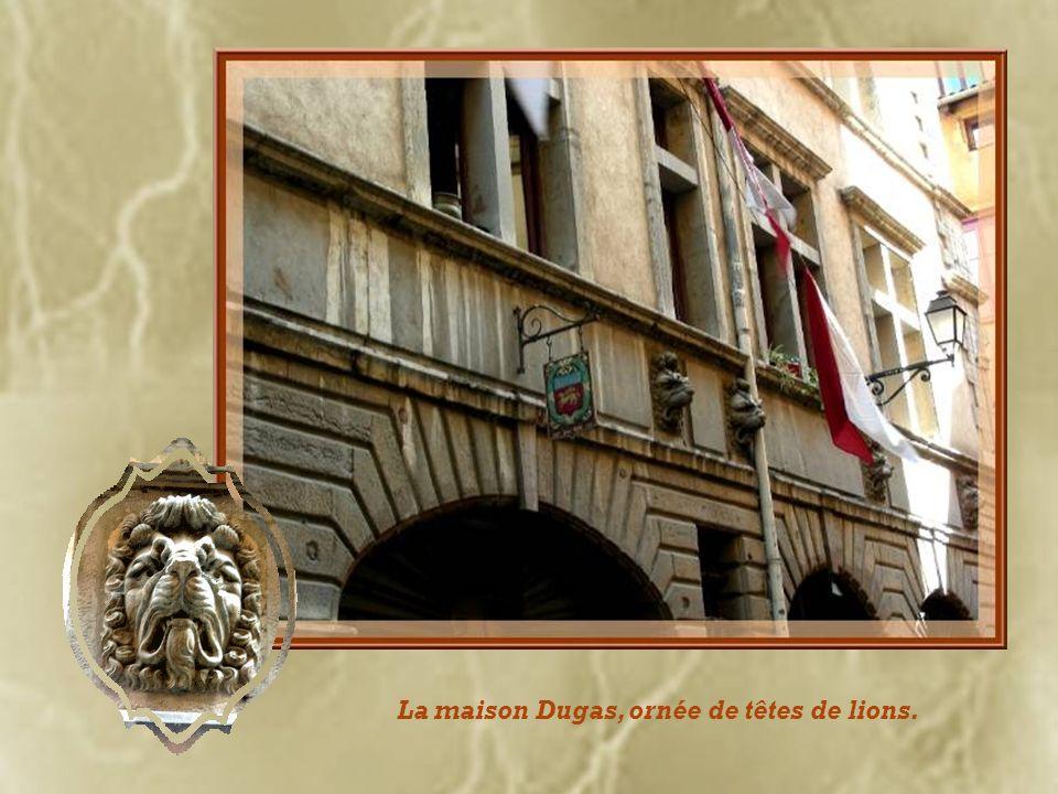 La maison Dugas, ornée de têtes de lions.