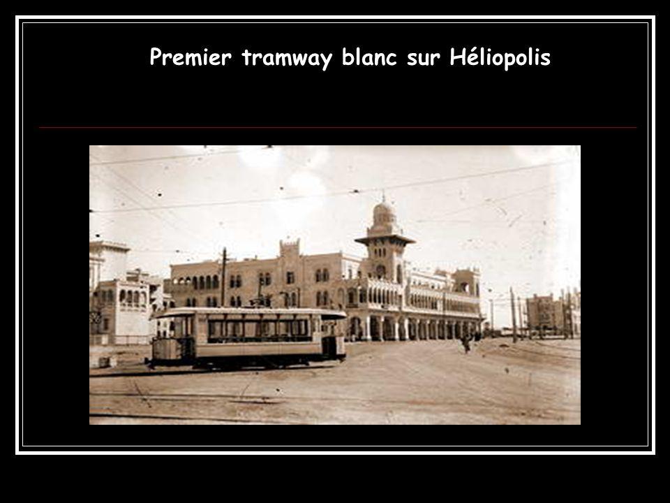 Premier tramway blanc sur Héliopolis