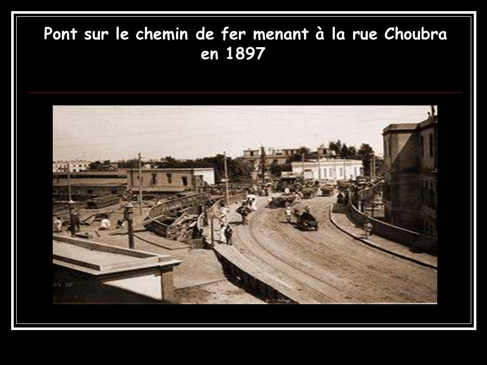 Pont sur le chemin de fer menant à la rue Choubra