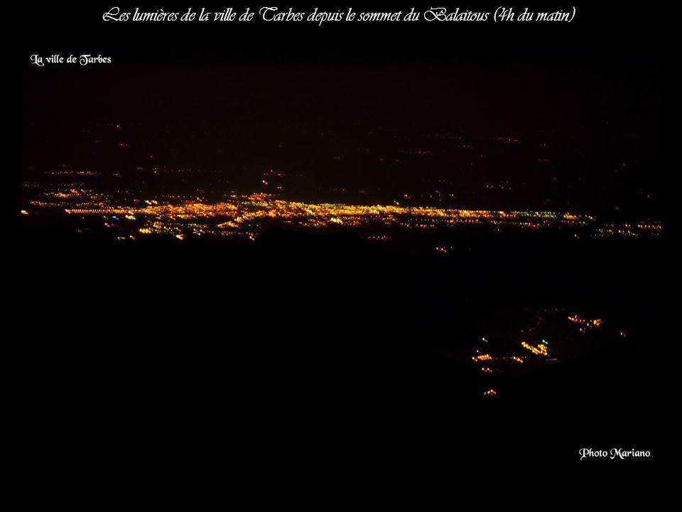 Les lumières de la ville de Tarbes depuis le sommet du Balaitous (4h du matin)