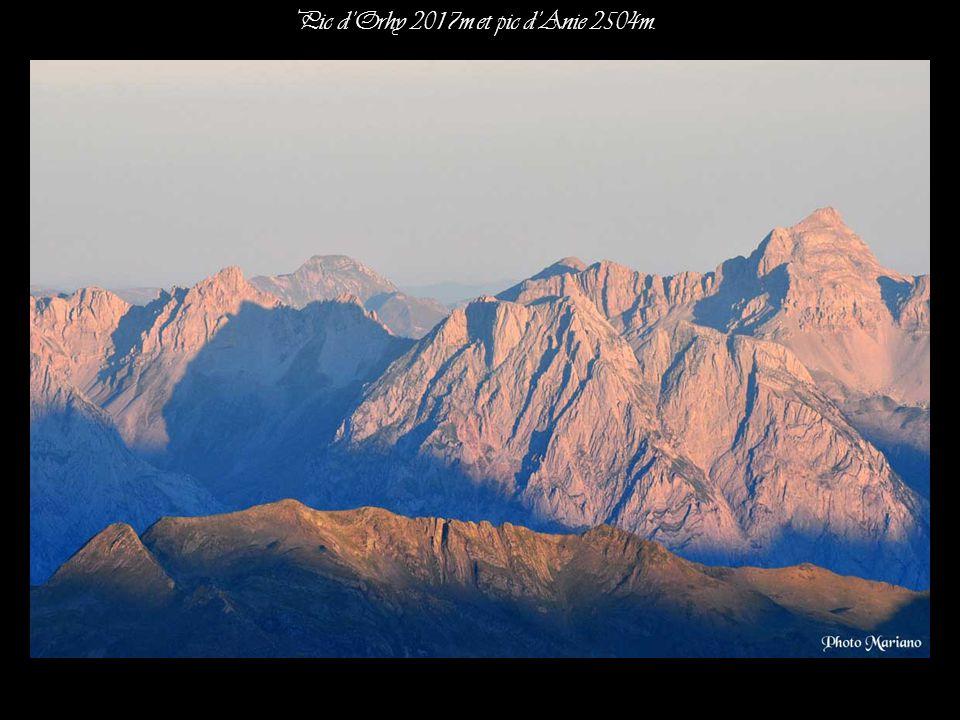 Pic d'Orhy 2017m et pic d'Anie 2504m.