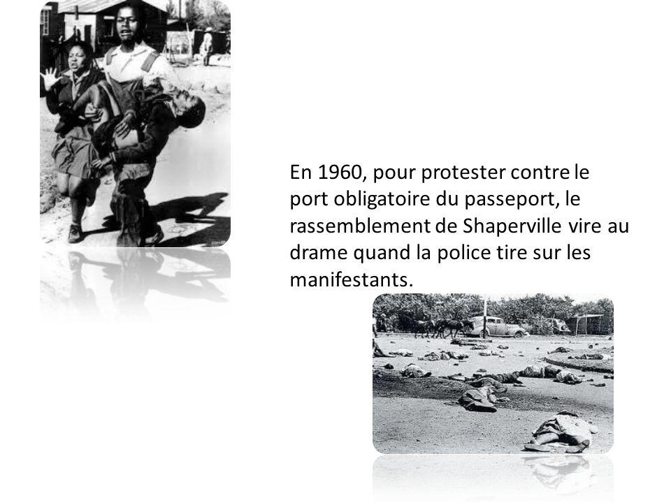 En 1960, pour protester contre le port obligatoire du passeport, le rassemblement de Shaperville vire au drame quand la police tire sur les manifestants.
