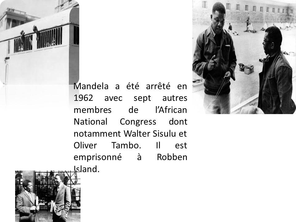 Mandela a été arrêté en 1962 avec sept autres membres de l'African National Congress dont notamment Walter Sisulu et Oliver Tambo.