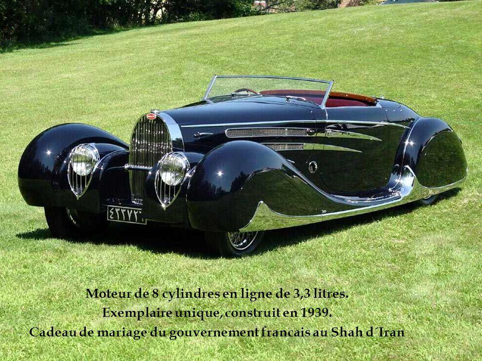Moteur de 8 cylindres en ligne de 3,3 litres.