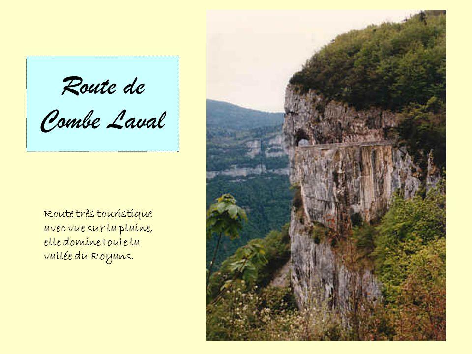 Route de Combe Laval Route très touristique avec vue sur la plaine, elle domine toute la vallée du Royans.