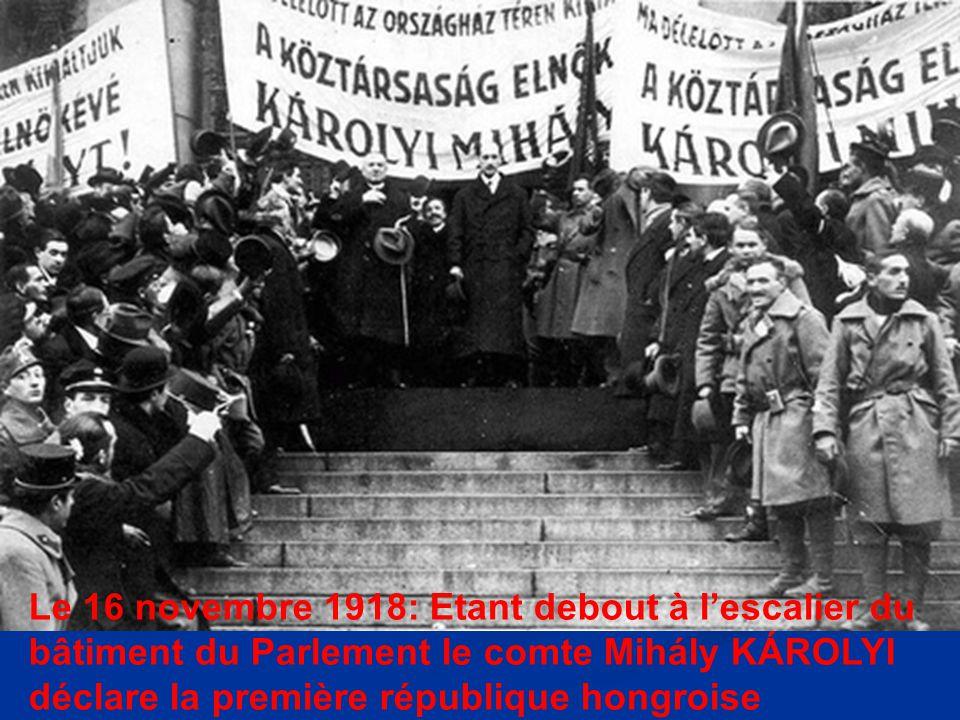 Le 16 novembre 1918: Etant debout à l'escalier du bâtiment du Parlement le comte Mihály KÁROLYI déclare la première république hongroise