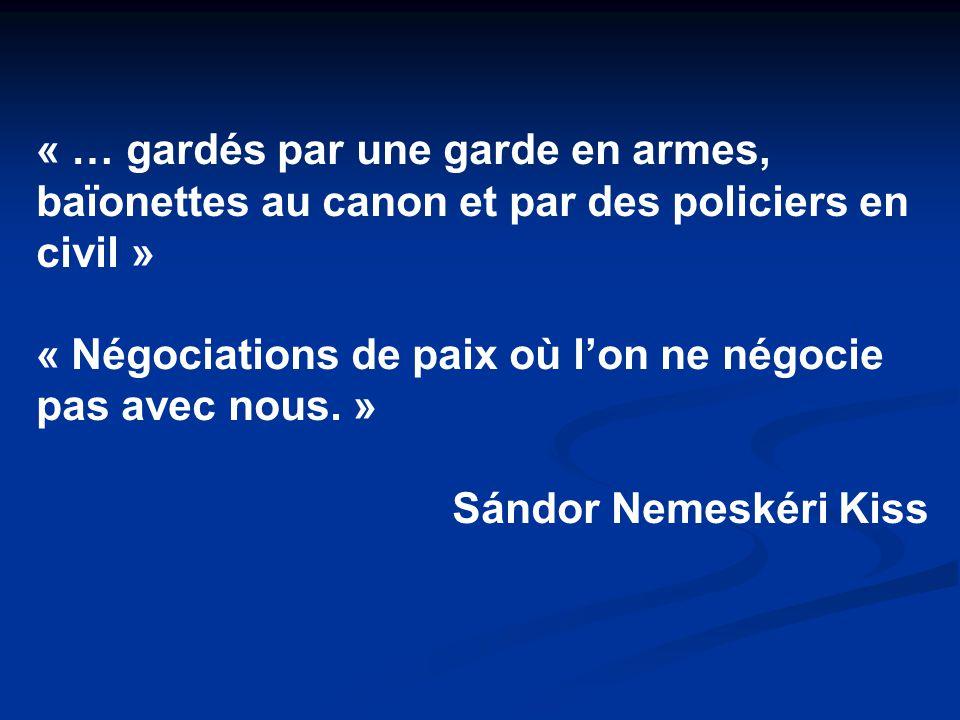« … gardés par une garde en armes, baïonettes au canon et par des policiers en civil »
