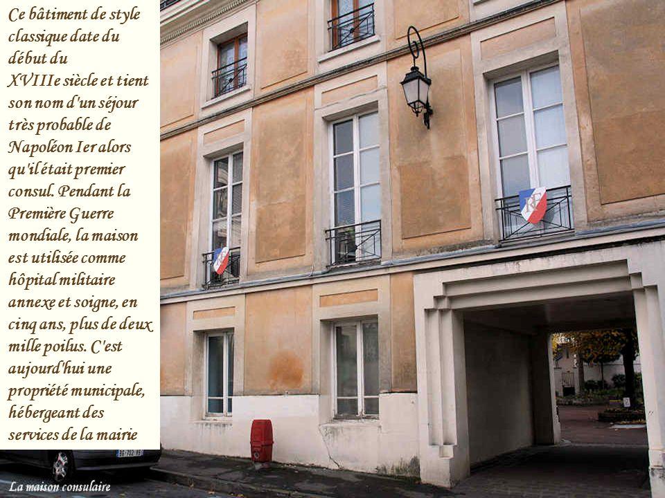 Ce bâtiment de style classique date du début du XVIIIe siècle et tient son nom d un séjour très probable de Napoléon Ier alors qu il était premier consul.