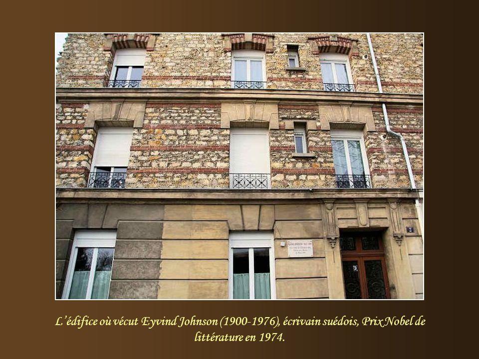L'édifice où vécut Eyvind Johnson (1900-1976), écrivain suédois, Prix Nobel de littérature en 1974.