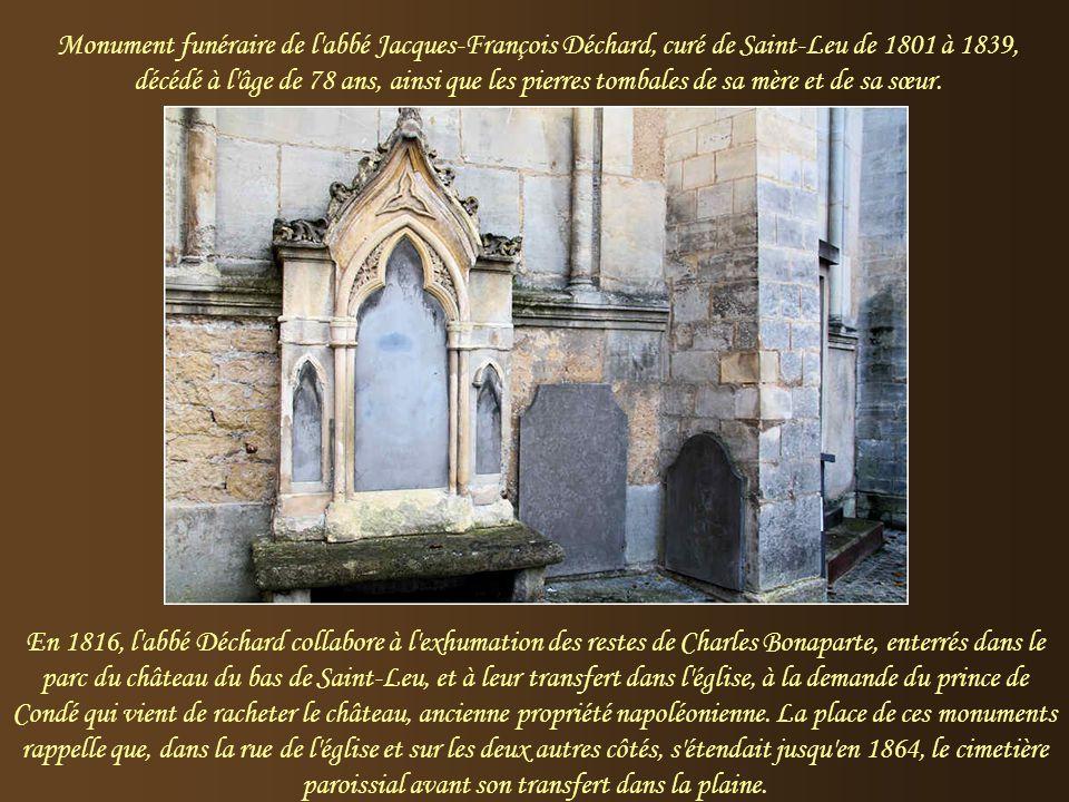 Monument funéraire de l abbé Jacques-François Déchard, curé de Saint-Leu de 1801 à 1839, décédé à l âge de 78 ans, ainsi que les pierres tombales de sa mère et de sa sœur.