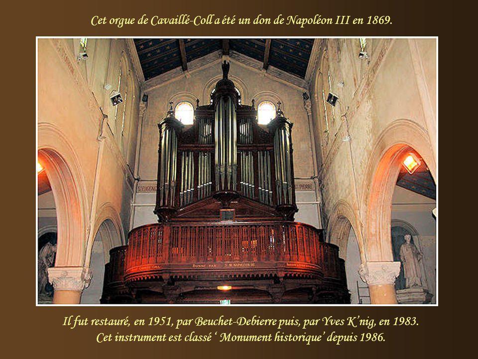 Cet orgue de Cavaillé-Coll a été un don de Napoléon III en 1869.