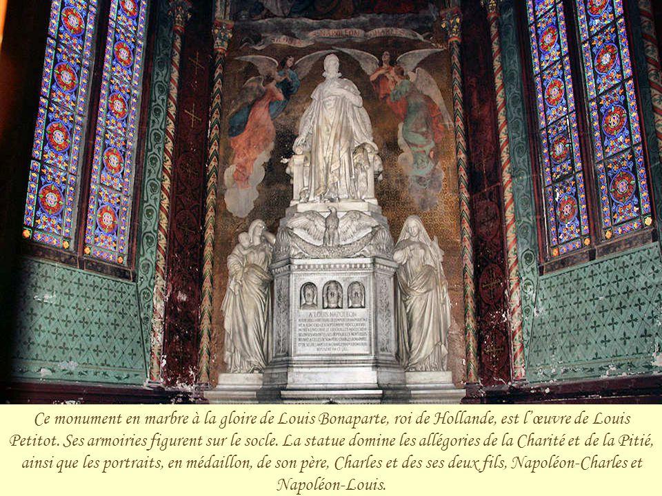 Ce monument en marbre à la gloire de Louis Bonaparte, roi de Hollande, est l'œuvre de Louis Petitot.