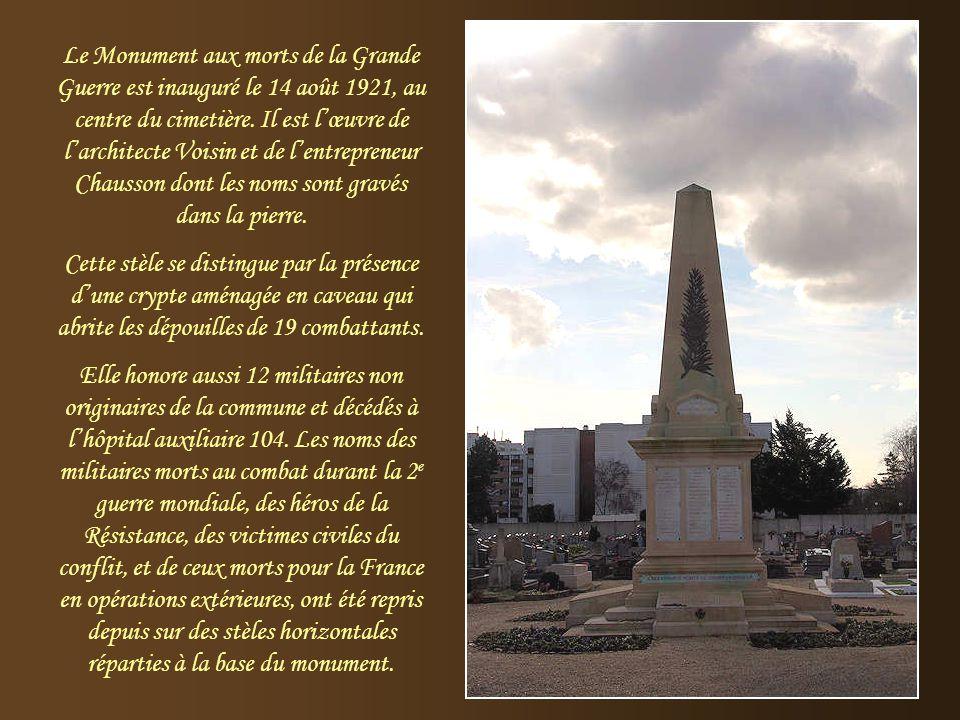 Le Monument aux morts de la Grande Guerre est inauguré le 14 août 1921, au centre du cimetière. Il est l'œuvre de l'architecte Voisin et de l'entrepreneur Chausson dont les noms sont gravés dans la pierre.