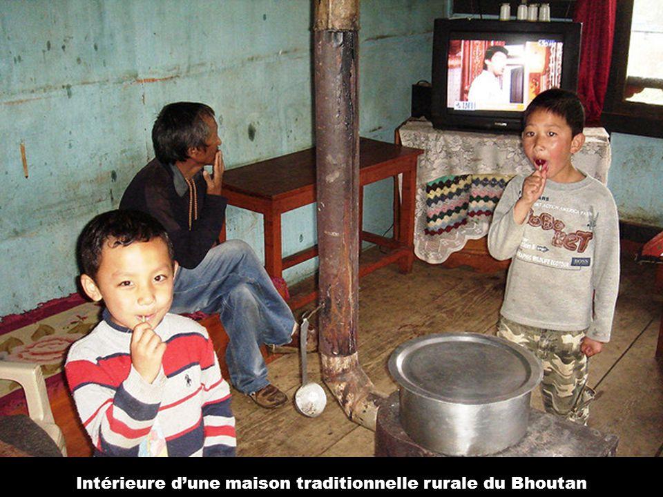 Intérieure d'une maison traditionnelle rurale du Bhoutan