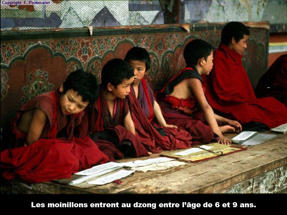 Les moinillons entrent au dzong entre l'âge de 6 et 9 ans.