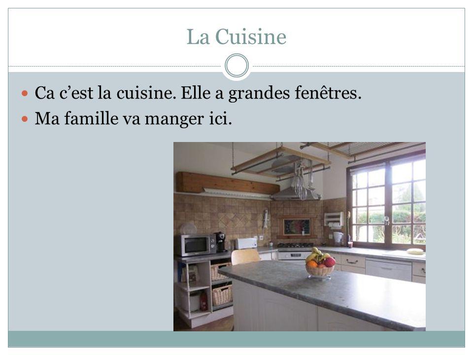 La Cuisine Ca c'est la cuisine. Elle a grandes fenêtres.