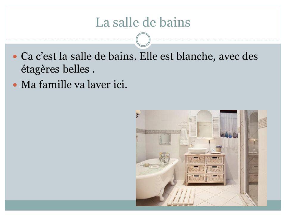 La salle de bains Ca c'est la salle de bains. Elle est blanche, avec des étagères belles .