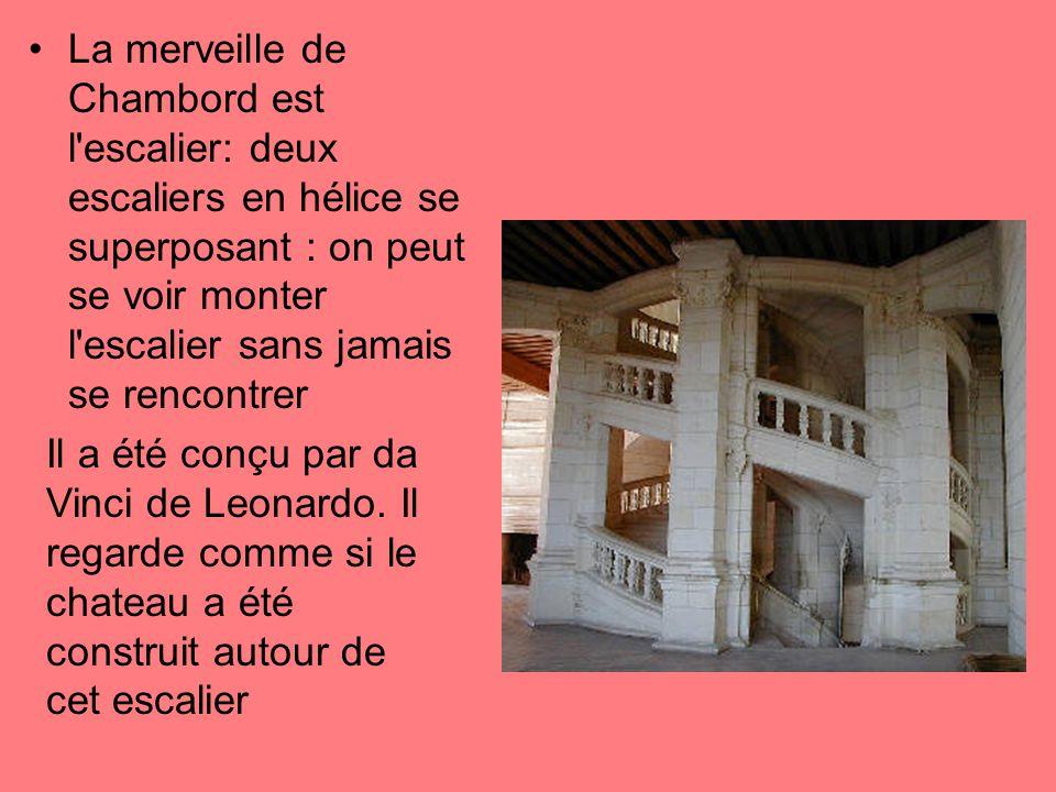 La merveille de Chambord est l escalier: deux escaliers en hélice se superposant : on peut se voir monter l escalier sans jamais se rencontrer