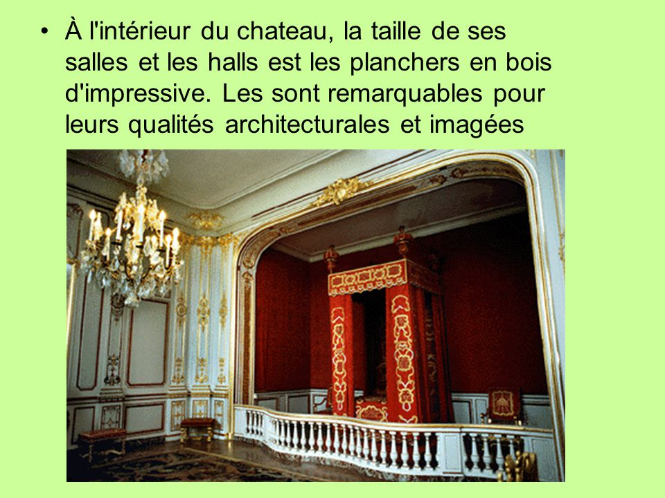 À l intérieur du chateau, la taille de ses salles et les halls est les planchers en bois d impressive.