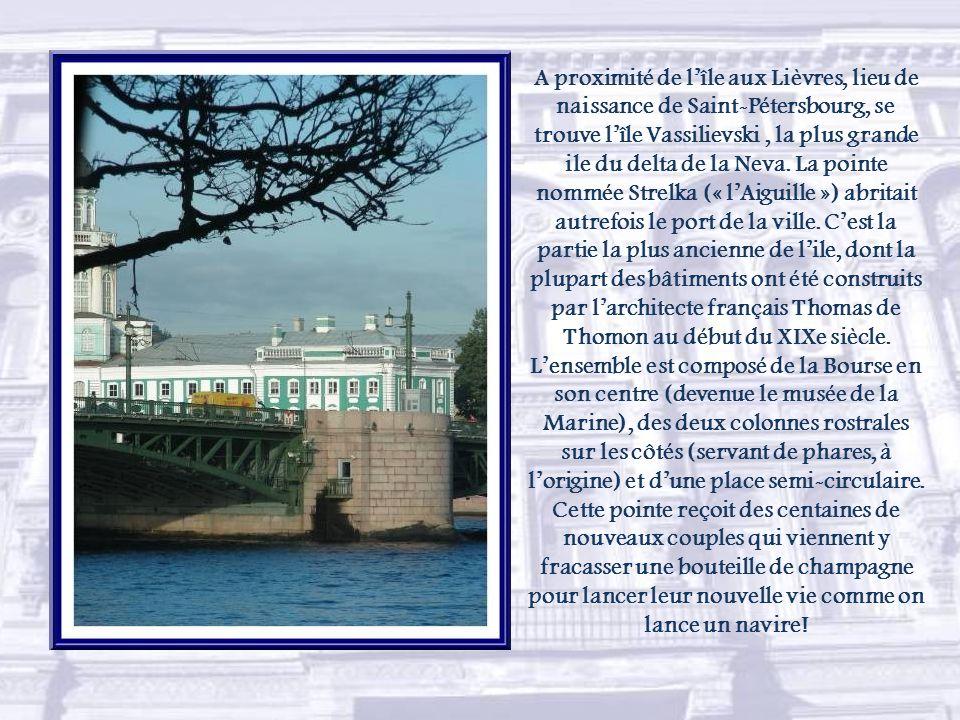 A proximité de l'île aux Lièvres, lieu de naissance de Saint-Pétersbourg, se trouve l'île Vassilievski , la plus grande ile du delta de la Neva.