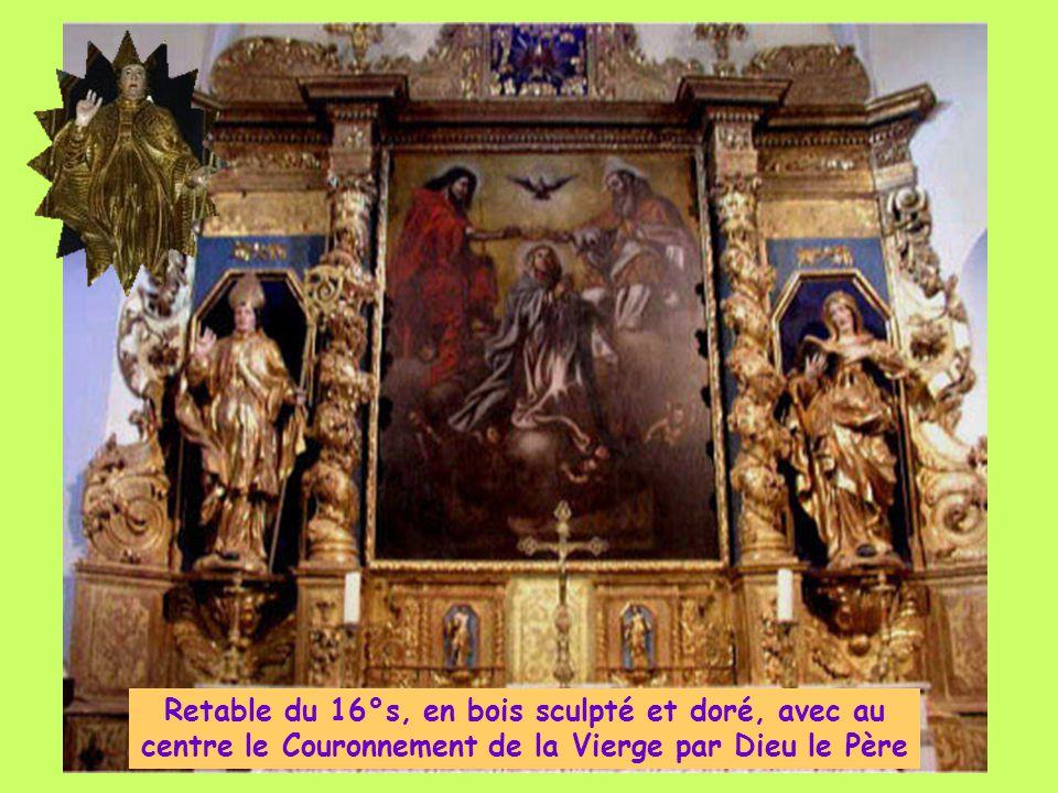 Retable du 16°s, en bois sculpté et doré, avec au centre le Couronnement de la Vierge par Dieu le Père