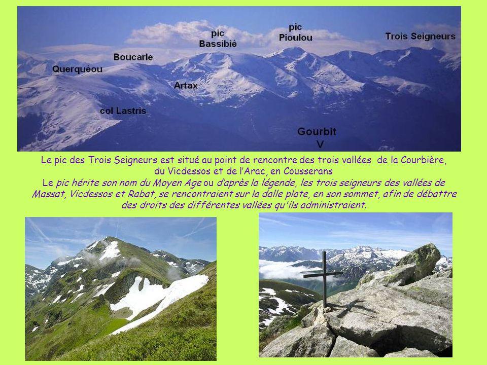 Le pic des Trois Seigneurs est situé au point de rencontre des trois vallées de la Courbière, du Vicdessos et de l'Arac, en Cousserans