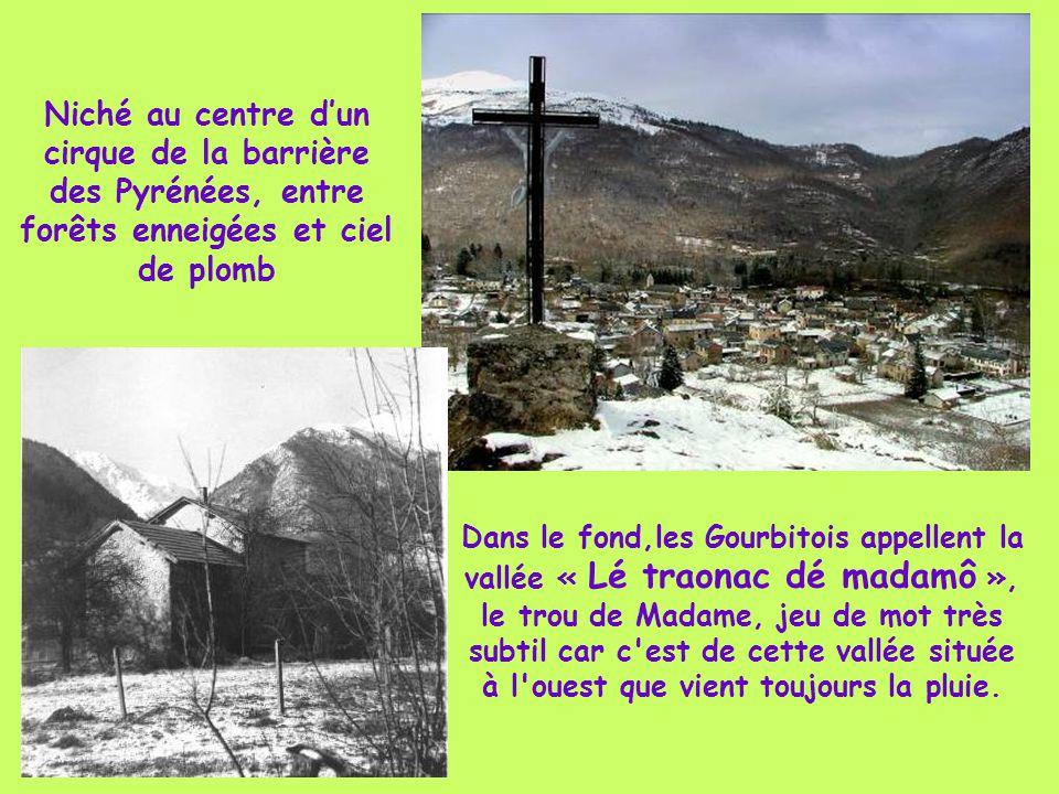 Niché au centre d'un cirque de la barrière des Pyrénées, entre forêts enneigées et ciel de plomb