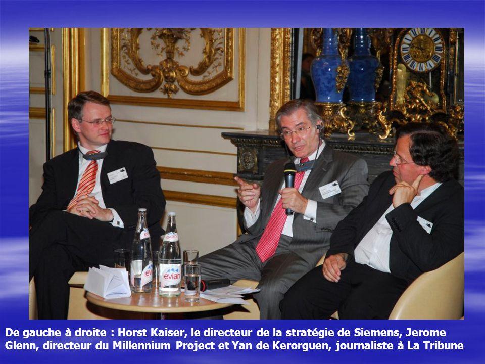 De gauche à droite : Horst Kaiser, le directeur de la stratégie de Siemens, Jerome Glenn, directeur du Millennium Project et Yan de Kerorguen, journaliste à La Tribune