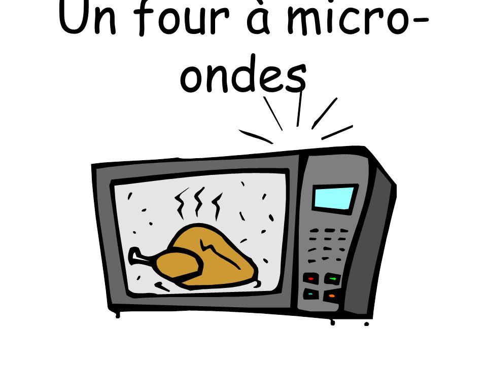 Un four à micro-ondes