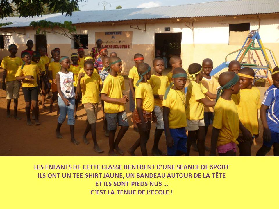 LES ENFANTS DE CETTE CLASSE RENTRENT D'UNE SEANCE DE SPORT