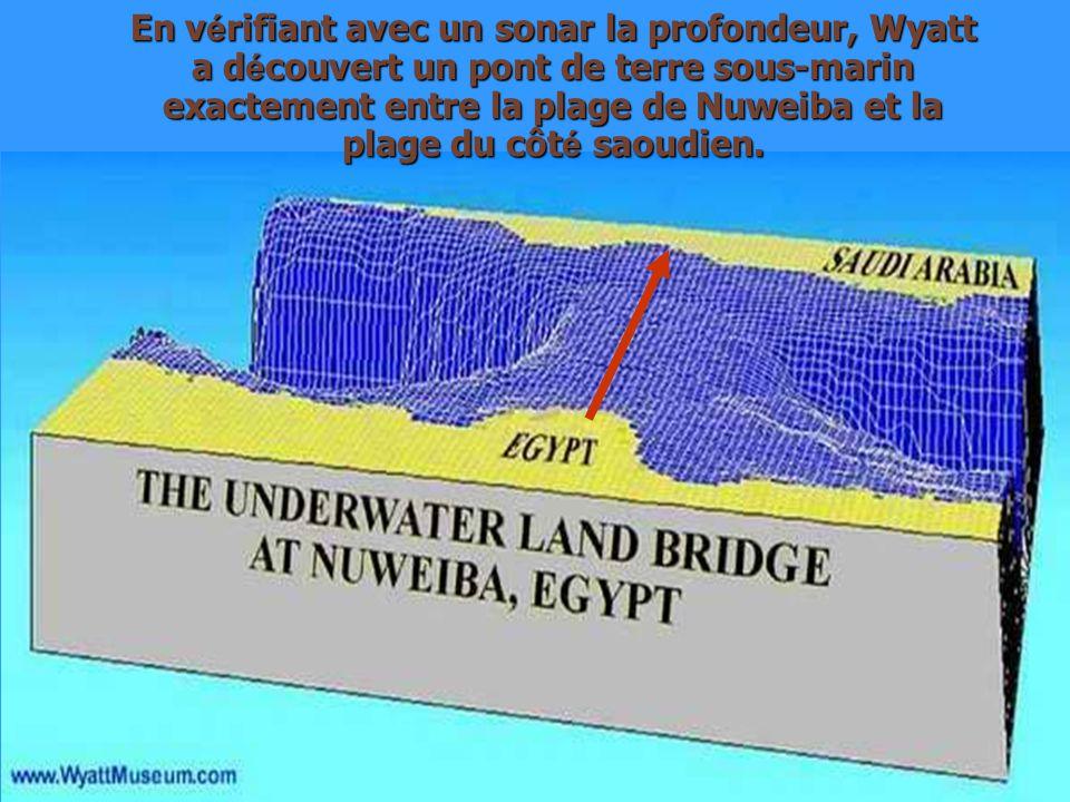 En vérifiant avec un sonar la profondeur, Wyatt a découvert un pont de terre sous-marin exactement entre la plage de Nuweiba et la plage du côté saoudien.