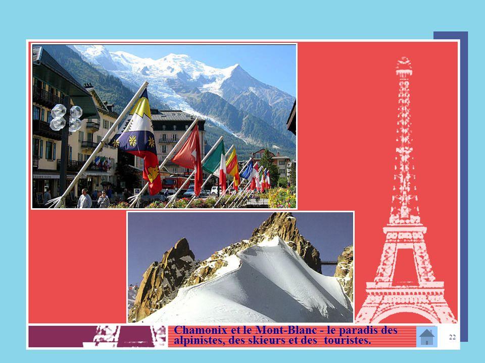 Chamonix et le Mont-Blanc - le paradis des alpinistes, des skieurs et des touristes.