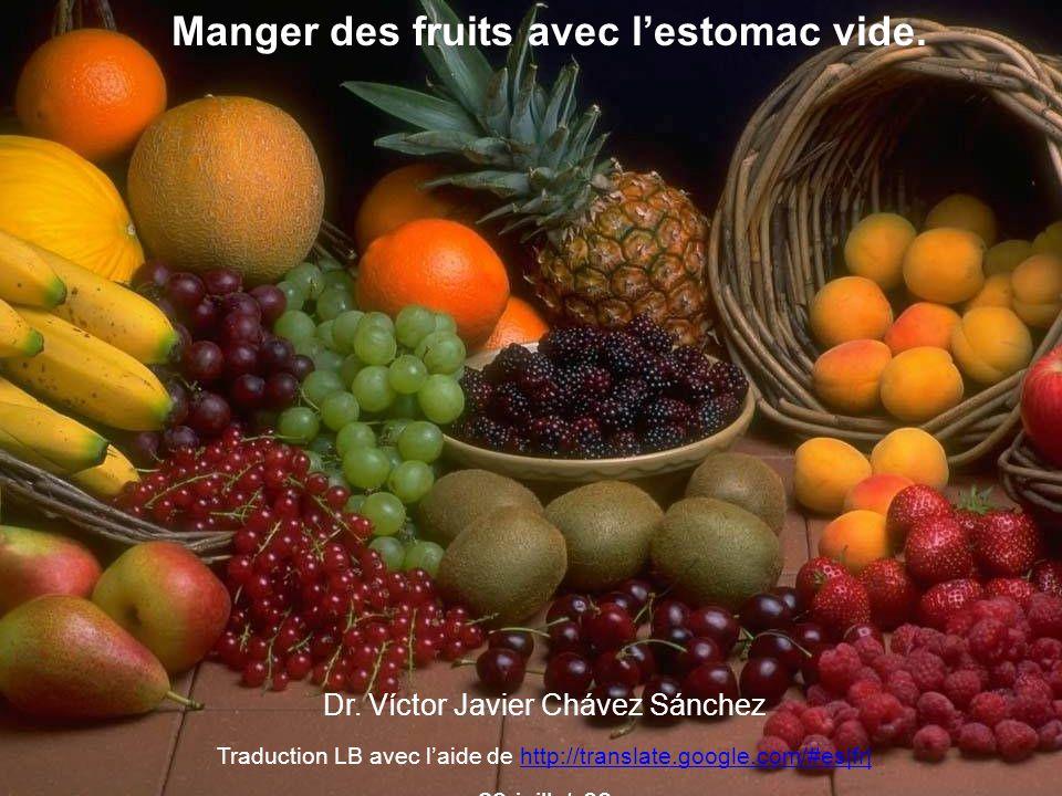 Manger des fruits avec l'estomac vide.