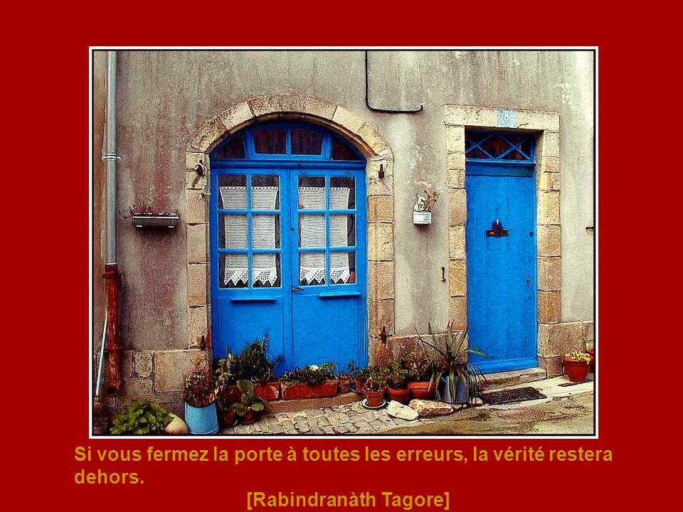 Si vous fermez la porte à toutes les erreurs, la vérité restera dehors.