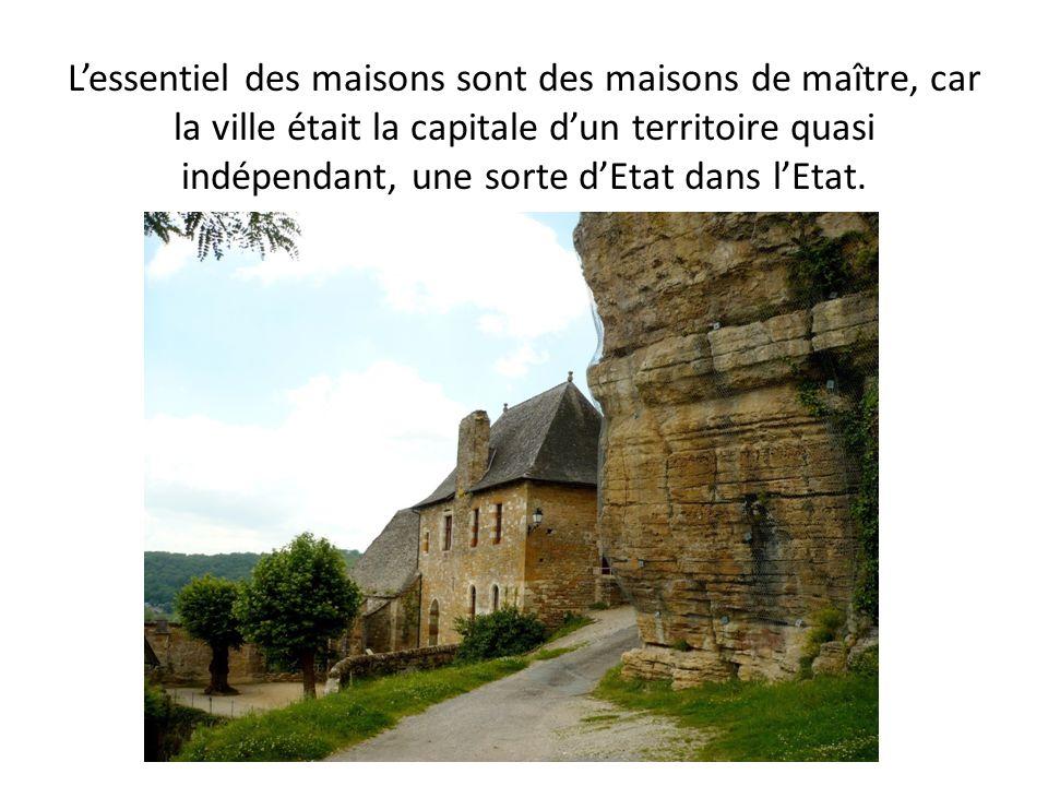 L'essentiel des maisons sont des maisons de maître, car la ville était la capitale d'un territoire quasi indépendant, une sorte d'Etat dans l'Etat.