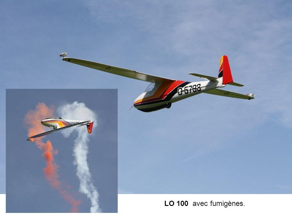 LO 100 avec fumigènes.