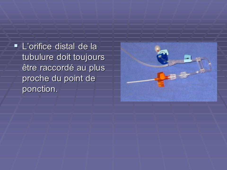 L'orifice distal de la tubulure doit toujours être raccordé au plus proche du point de ponction.