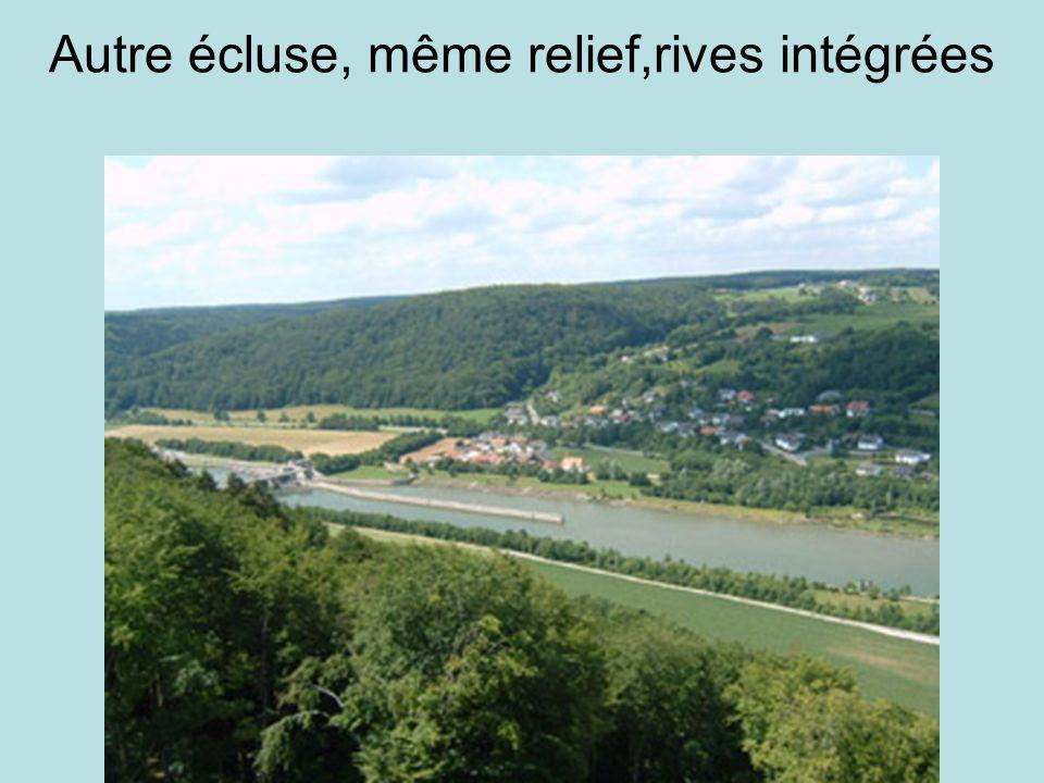 Autre écluse, même relief,rives intégrées