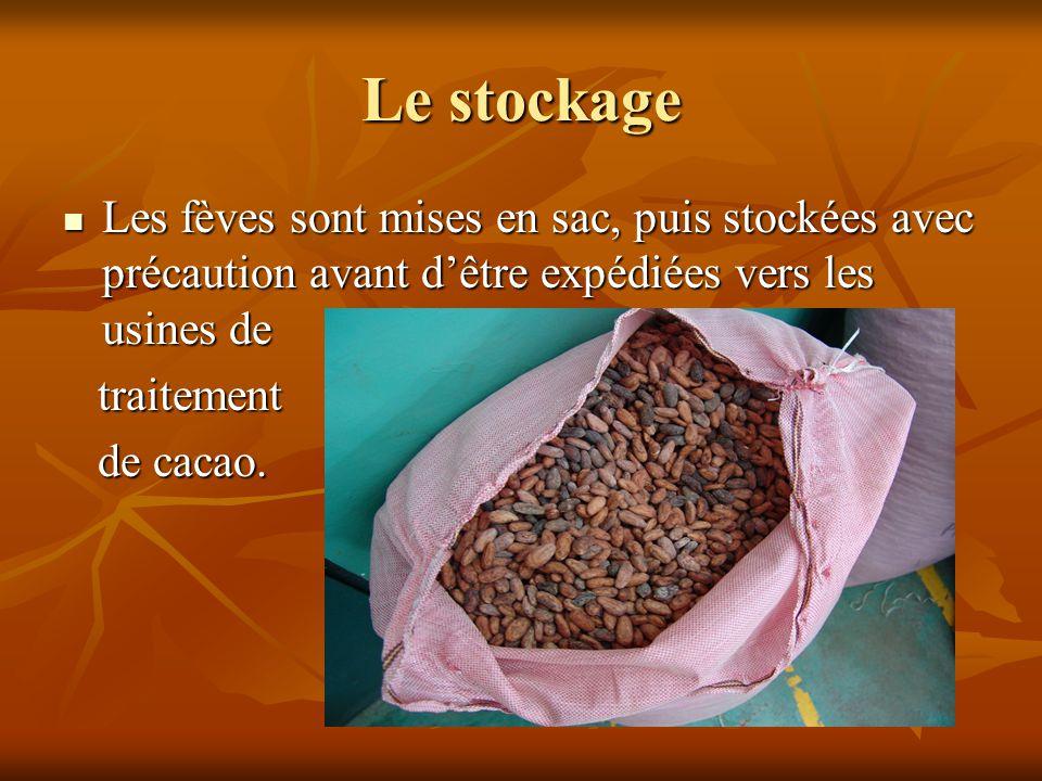 Le stockage Les fèves sont mises en sac, puis stockées avec précaution avant d'être expédiées vers les usines de.