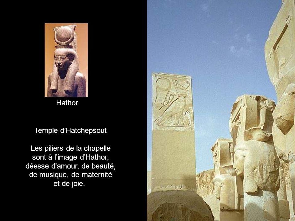 Les piliers de la chapelle sont à l'image d'Hathor,