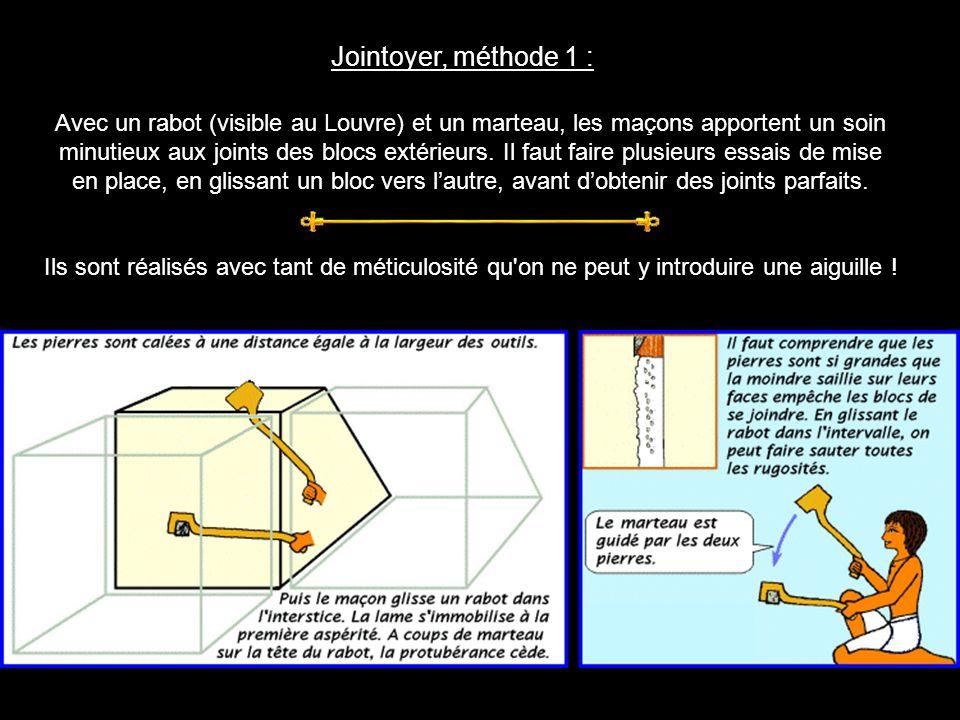 Jointoyer, méthode 1 : Avec un rabot (visible au Louvre) et un marteau, les maçons apportent un soin.