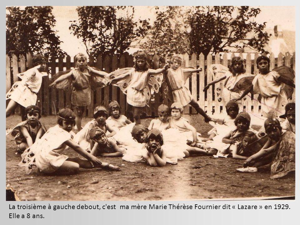 La troisième à gauche debout, c est ma mère Marie Thérèse Fournier dit « Lazare » en 1929.