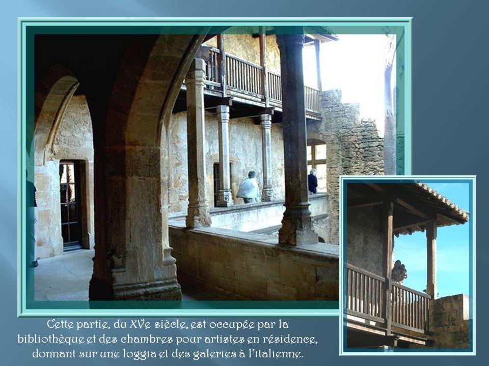Cette partie, du XVe siècle, est occupée par la bibliothèque et des chambres pour artistes en résidence, donnant sur une loggia et des galeries à l'italienne.