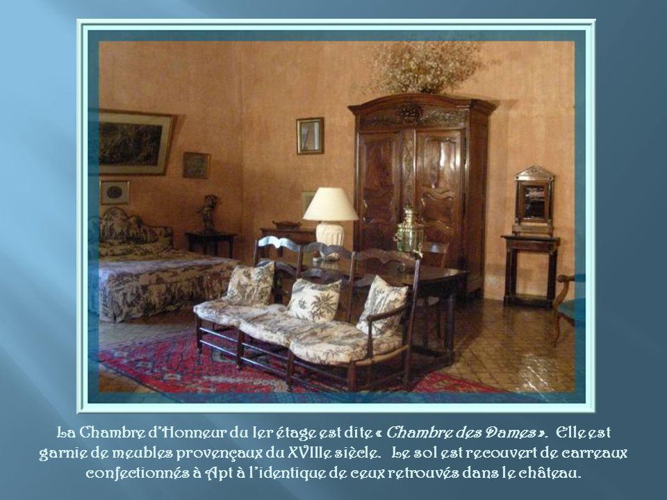 La Chambre d'Honneur du Ier étage est dite « Chambre des Dames »