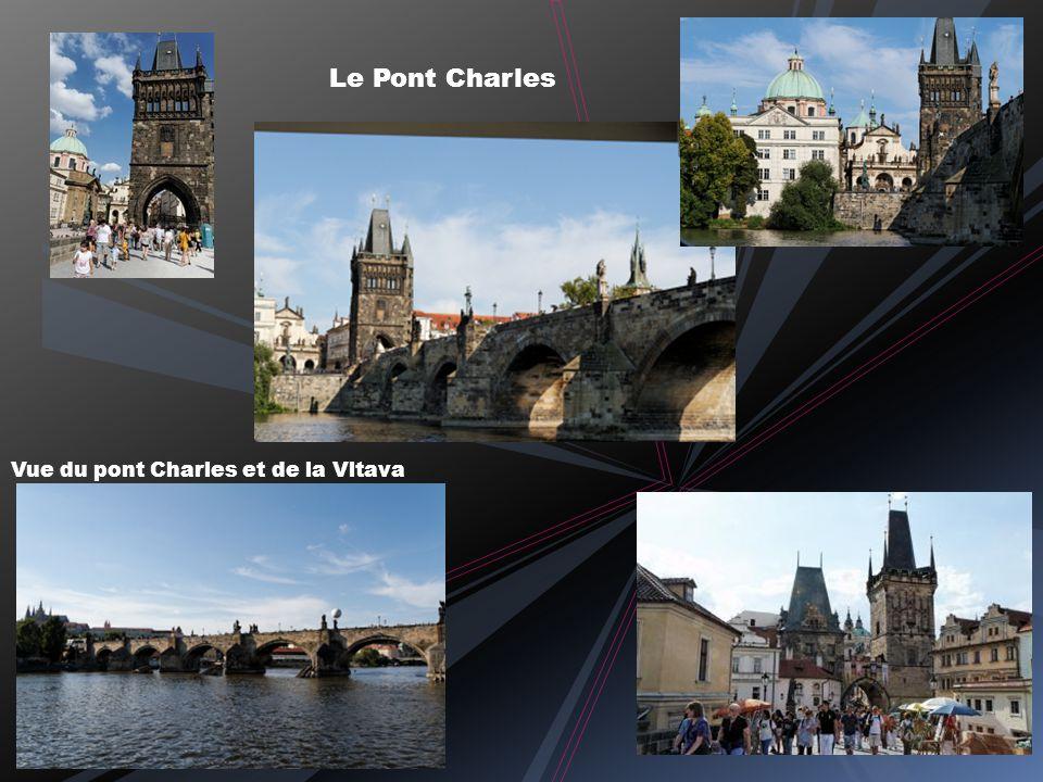 Le Pont Charles Vue du pont Charles et de la Vltava