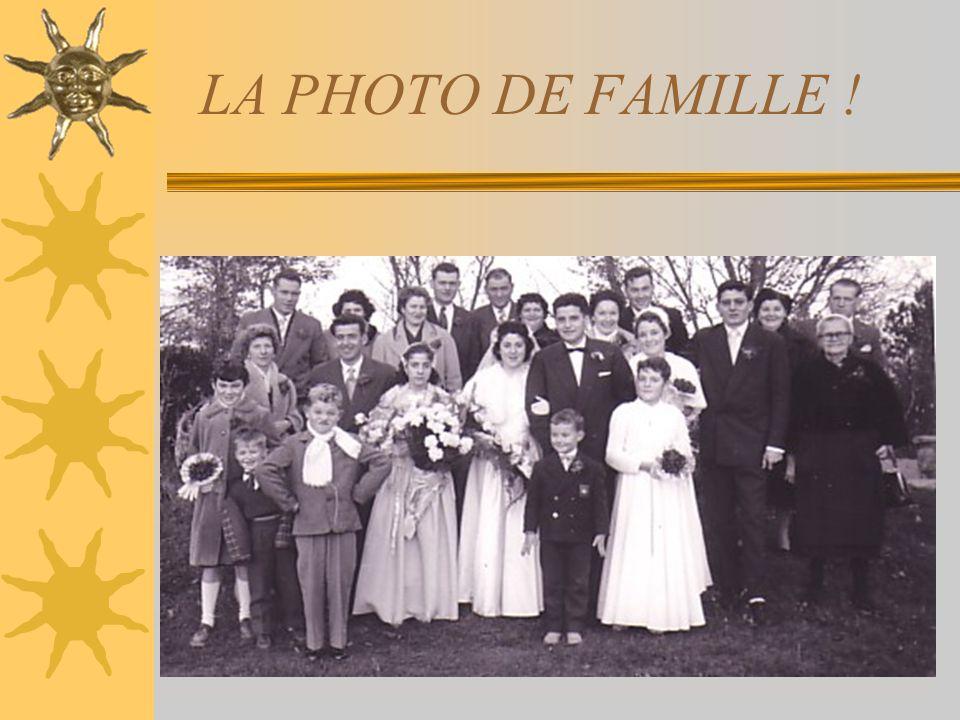 LA PHOTO DE FAMILLE ! Voilà, mes oncles et mes tantes, tout le monde ou presque sur la photo.