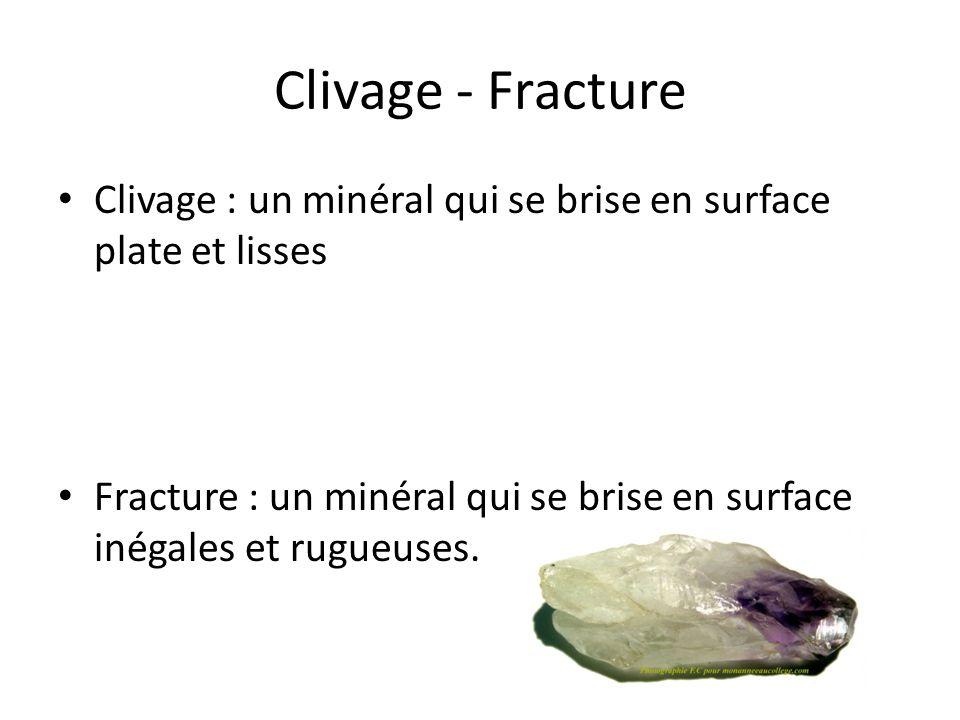 Clivage - Fracture Clivage : un minéral qui se brise en surface plate et lisses.