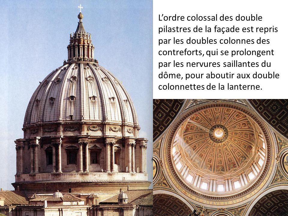 L'ordre colossal des double pilastres de la façade est repris par les doubles colonnes des contreforts, qui se prolongent par les nervures saillantes du dôme, pour aboutir aux double colonnettes de la lanterne.