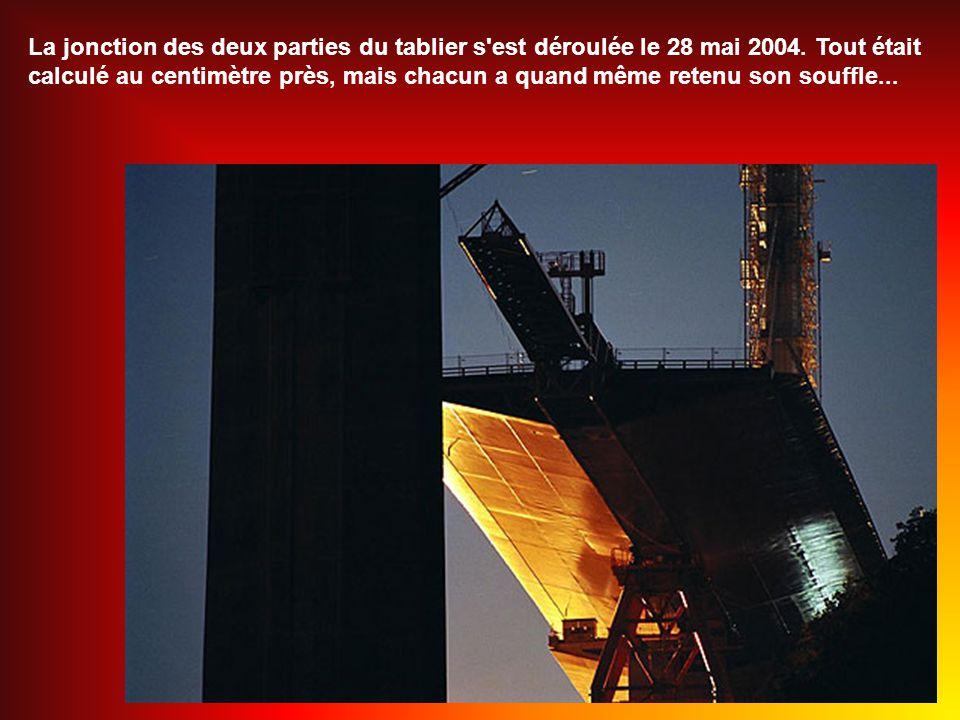 La jonction des deux parties du tablier s est déroulée le 28 mai 2004
